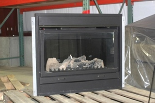 USED RV/MOTORHOME 2003 FLEETWOOD DISCOVERY RV FIREPLACE - NICE